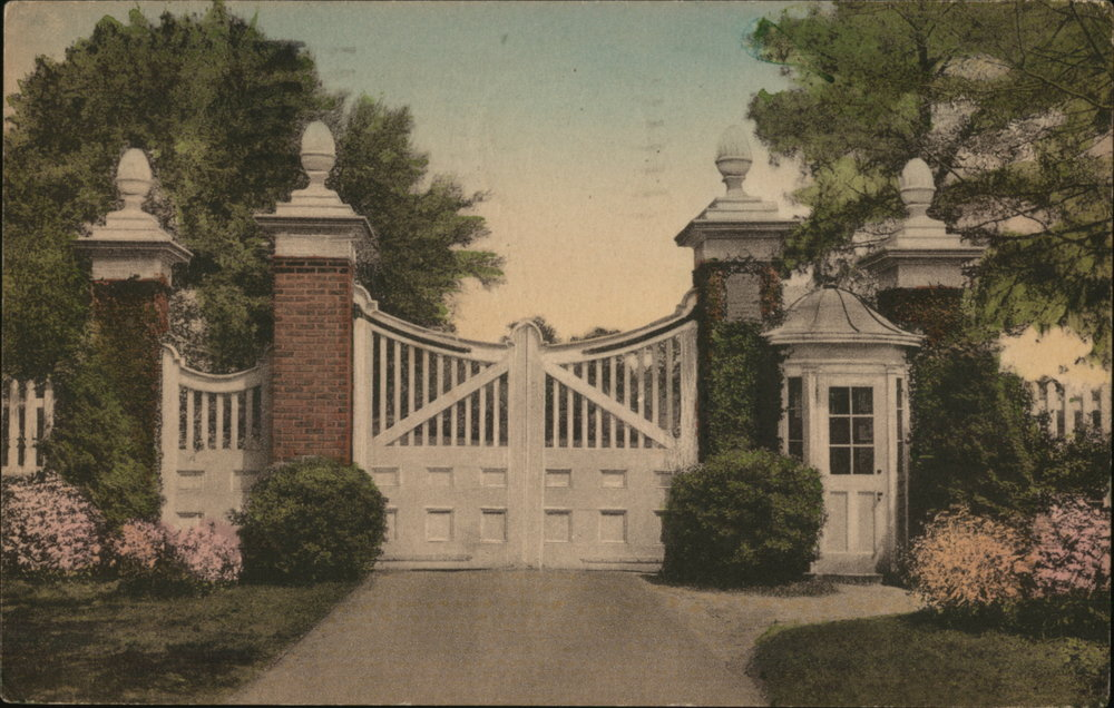 Yeamans Hall opened in the fall of 1925, the golf course tucked behind a handsome entry gate about ten miles north of the Battery in Charleston.