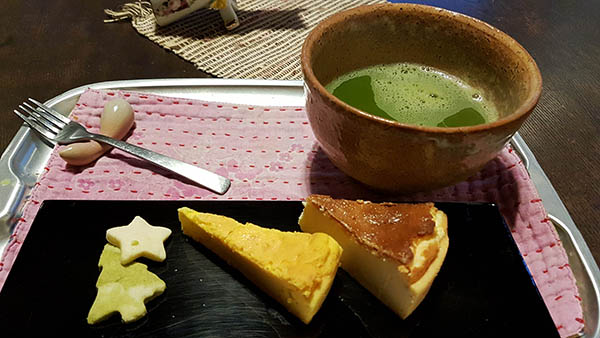 For only 600 yen this selection of tea and cake is a bargain. Image credit: author's own image