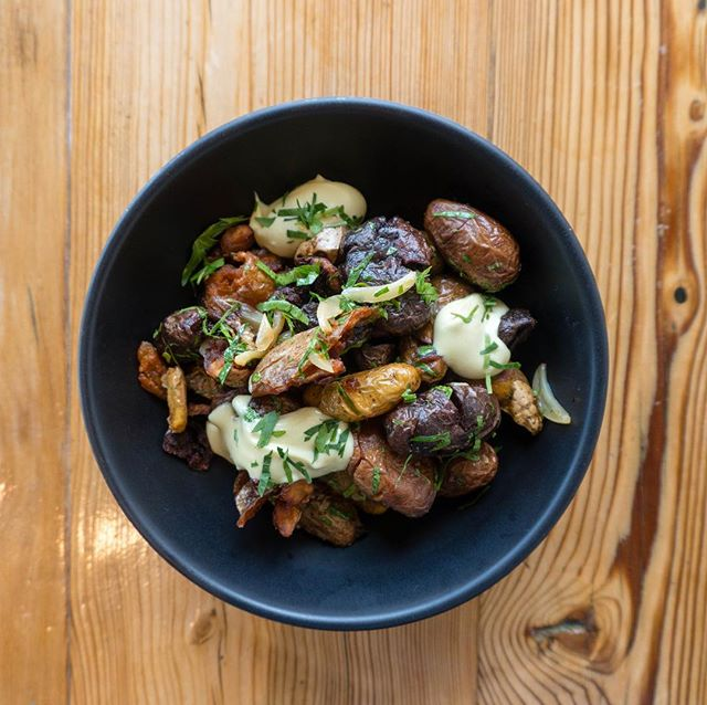Crispy Weiser Potatoes with garlic confit, herbs and aioli. Simple and delicious. #gessoresto