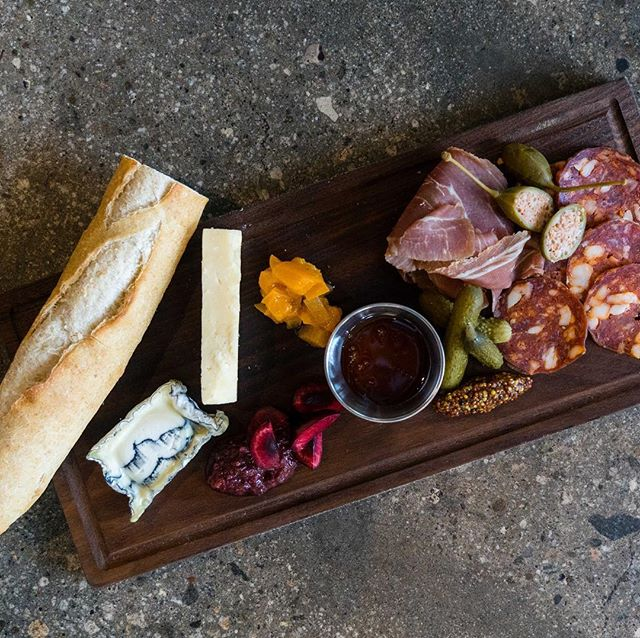Delicious cured meats, cheeses and preserves 👌#gessoresto