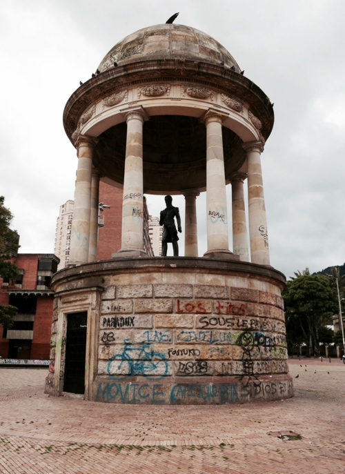 statue_grafitti.jpg