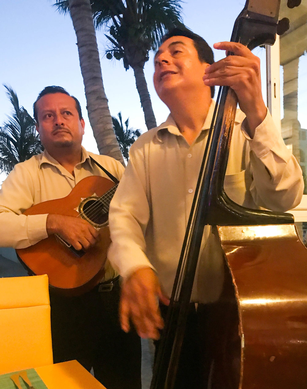 Mariachi band at the Riu Palace San José restaurant