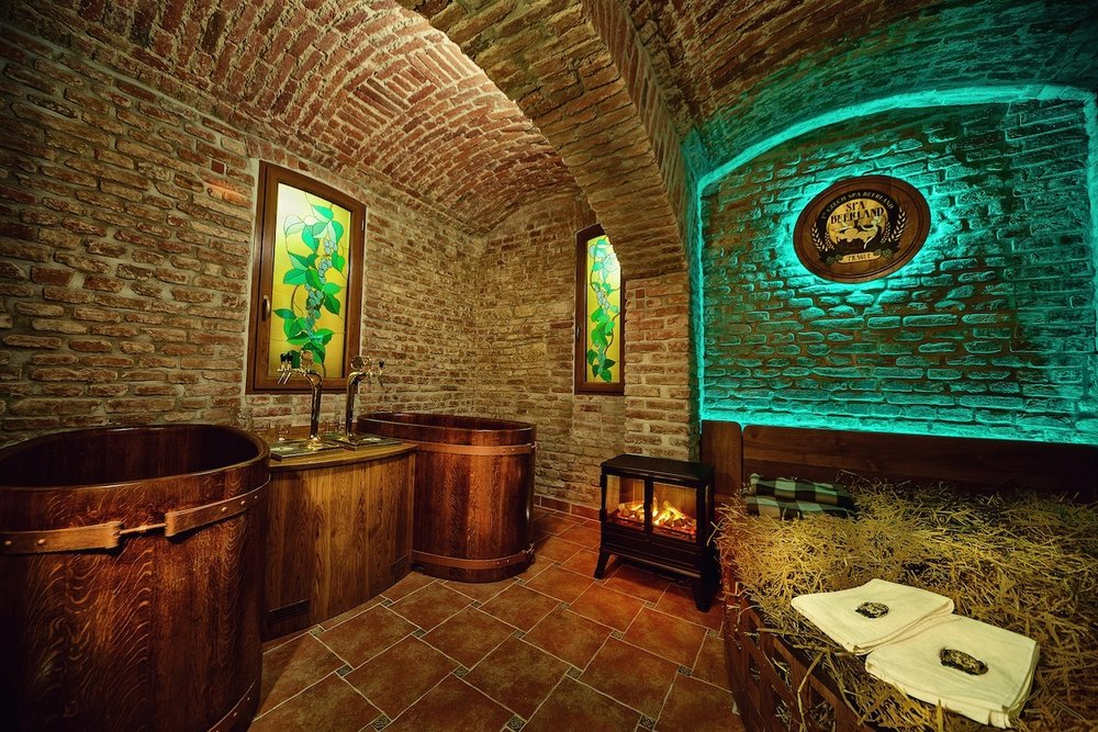 (1)-Beer_Spa_Room_Pivni_Lazne_Spa_Beerland_Prague.jpg