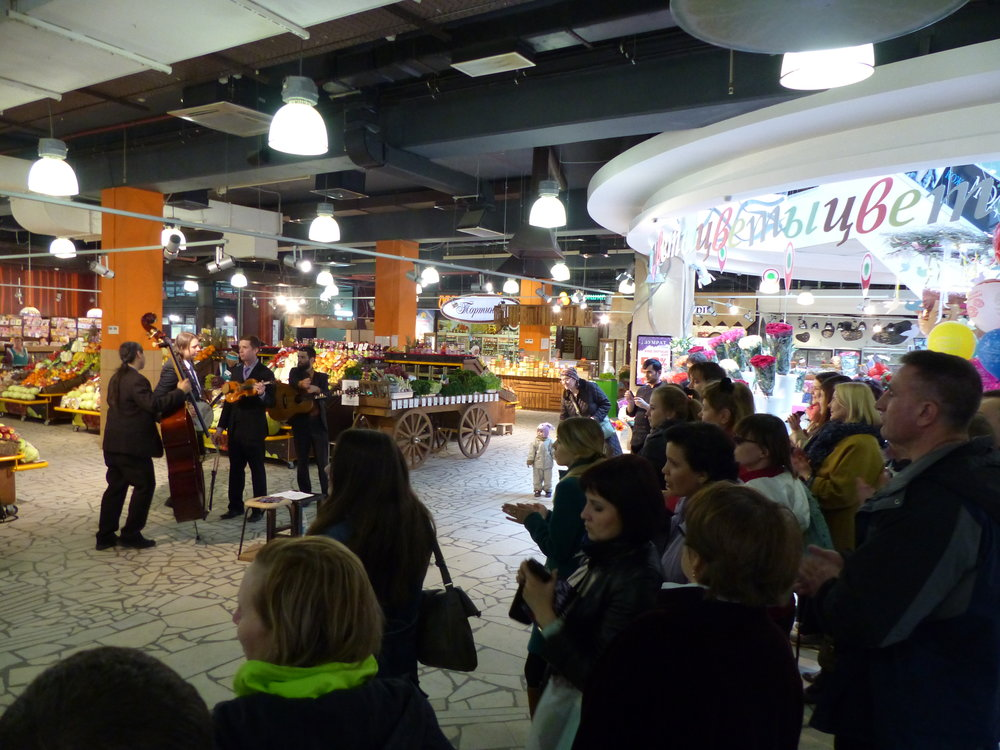 The mall in Ufa that Yulia arranged for us to play in at the last minute.