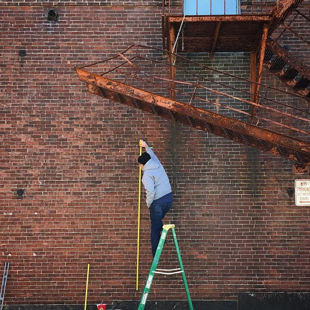 @tonee_harbert, my angel, prepping the wall for today's CHATTERMARK install. . . #thankyou #muralprep #chattermark #chattermarkproject