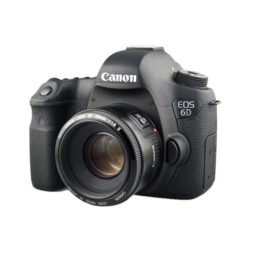 Cámara Canon 6D - Una cámara DSLR de 20,2 megapíxeles con sensor de formato completo (full frame) y diseño compacto. Ideal para la fotografía de retratos y viajes, con un estricto control sobre la profundidad de campo y una amplia gama de objetivos EF gran angular. También incluye Grabación de video Full HD 1920x1080.