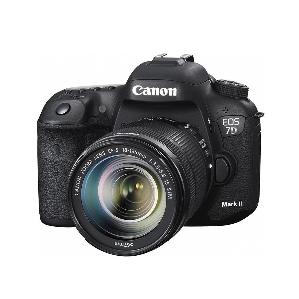 Cámara Canon 7D Mark II - La EOS 7D Mark II cuenta con un refinado sensor CMOS de tamaño APS-C, de 20.2 megapíxeles. Captura hasta 10 cuadros por segundo en velocidades ISO desde 100–16000. Tiene doble ranura de memoria, tanto para las tarjetas CF como para las SD, conectividad USB 3.0 y hasta GPS** integrado para agregar la identificación geográfica fácil y automáticamente.