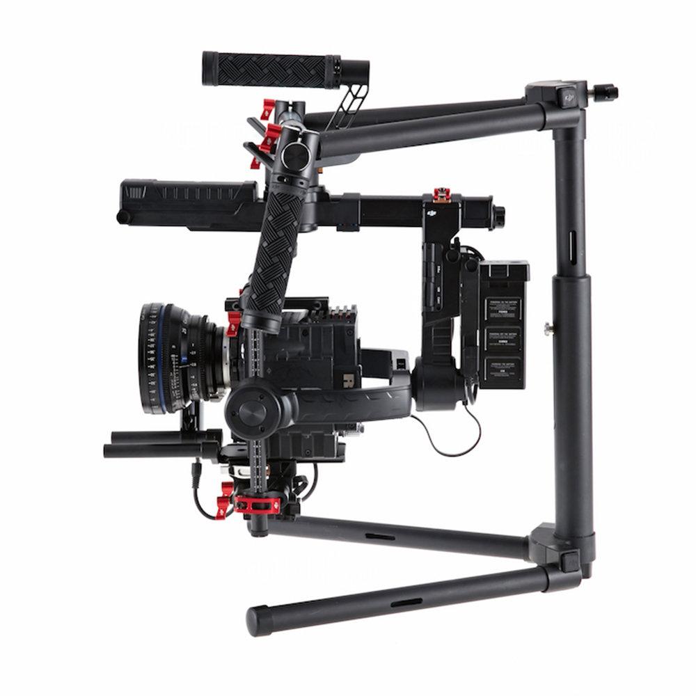 DJI Ronin Mx - Este estabilizador de cámara soporta hasta 10 Libras de peso. Diseñado con montura para helicóptero Matrice 600, jirafas y monturas de carros. Incluye dos baterías inteligentes más calibrador.