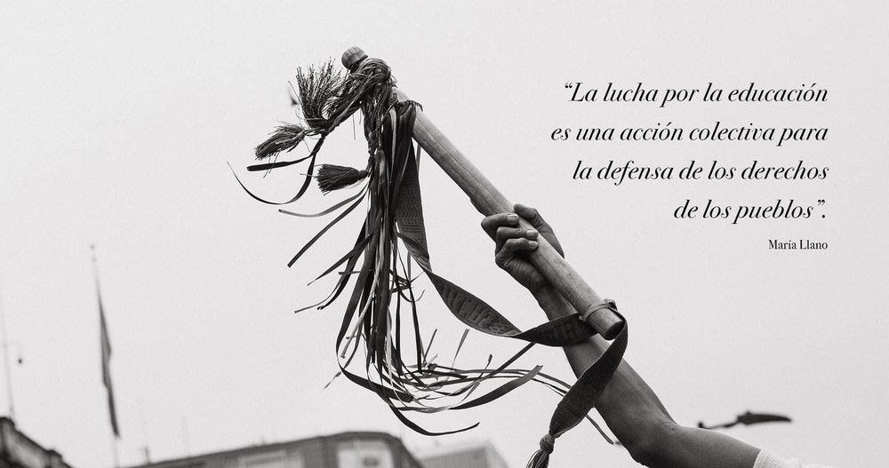 """Más tarde la ONIC (Organización Nacional Indígena de Colombia) se unió a la movilización para encabezarla y protegerla junto a la Guardia Indígena, quienes aseguran que la actual crisis de la educación en Colombia también perjudica el futuro de los pueblos indígenas y a sus miles de estudiantes que se encuentran ya en un proceso de educación en estas universidades. Con mucha fuerza se manifestaron a lo largo del día empuñando los bastones y un cartel que decía:    """"Tejiendo la lucha, caminando la palabra, los pueblos indígenas defendemos la educación pública y nuestro sistema educativo indígena propio""""."""