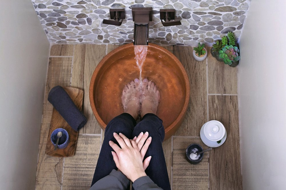 FOOT SOAKA time-honored Asian tradition to start the relaxation process with an effervescent footbath to soothe your feet. - After your tea, we'll invite you to enjoy a 3-7 minute soak.