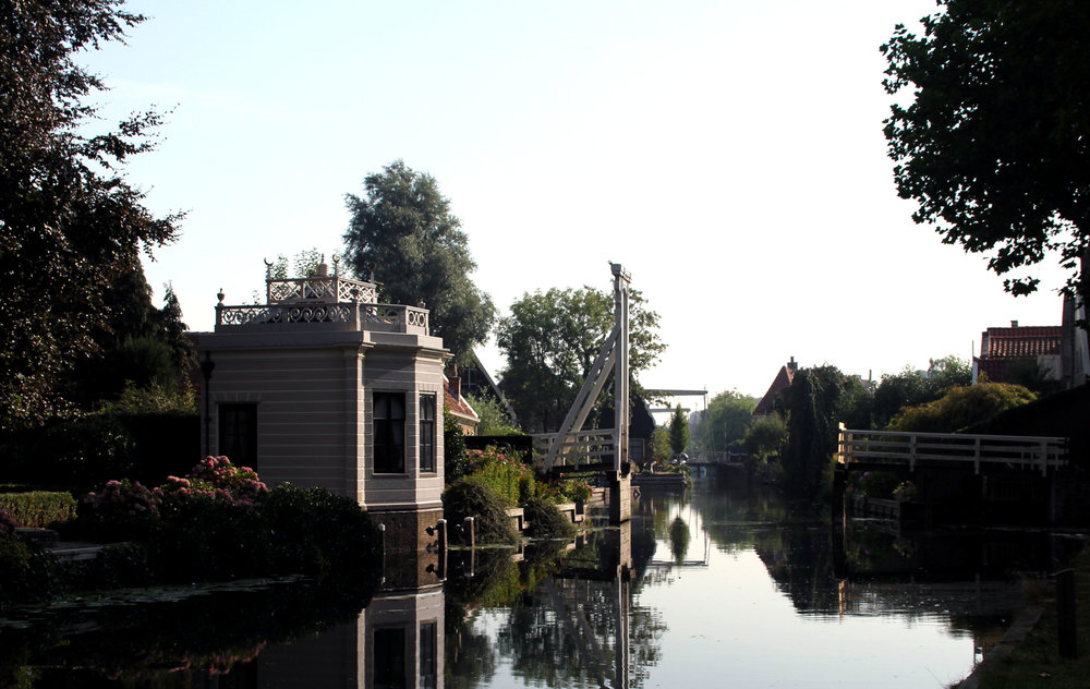 Canal Edam The Netherlands.jpg