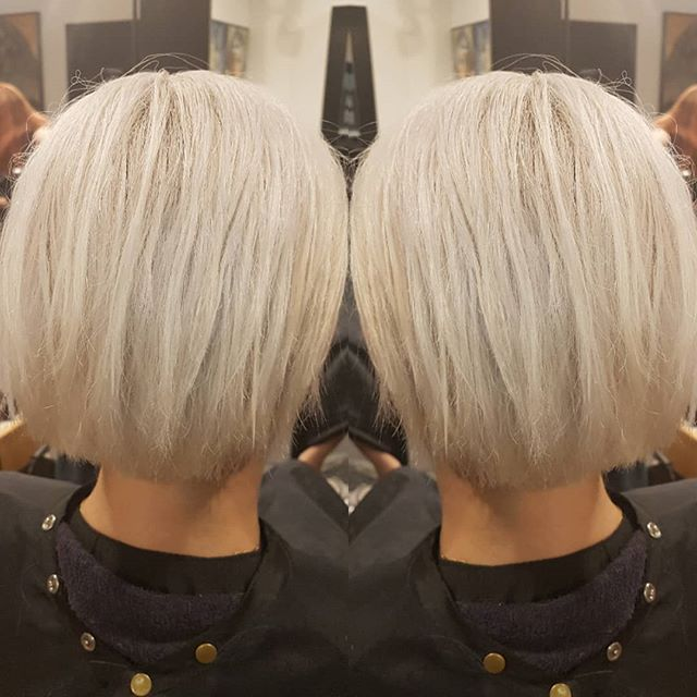 Major hair color transformation for this babe right here @therealkimguise . . Cut by Ken Color by Daniela  #vanitymirror #vanstylist #blonde #transformation #color #platinum #hairlove #hairinspo #downtownvan