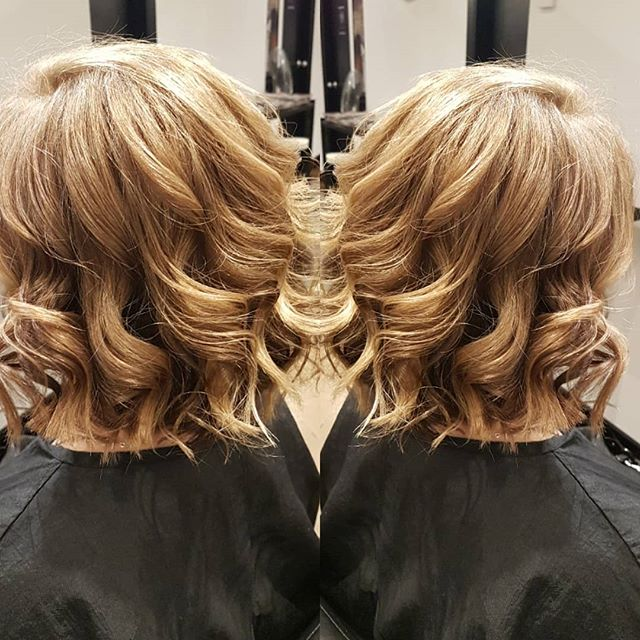 Don't forget to book ahead for your holiday hair 😍 . . Cut & Style by Despina  #hairinspo #shorthair #curls #unite #blondes #holidayhair