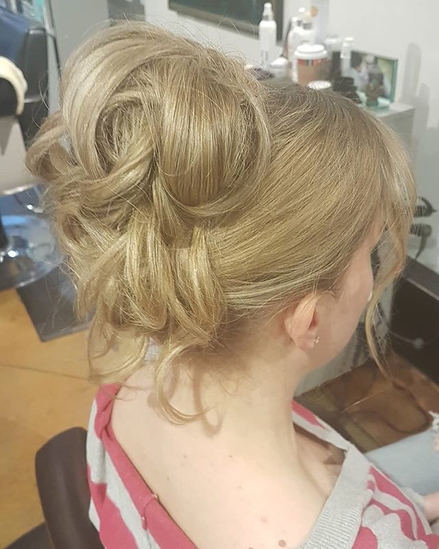 Who's ready for the holiday's? . . This babe is! 😍  Styled by Luis M  #vancouver #stylists #holidayhair #holidayevents #blonde #curly #updo #vancouverstylist #babes #longhair #hairinspo