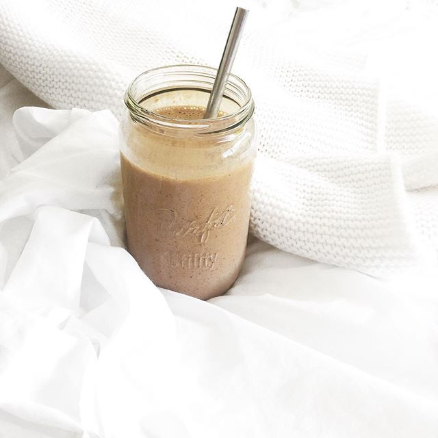 Currently obsessed with Cacao smoothies 🤤🍫 which is soooo strange for me because normally I'm a greens kind of gal, seriously confused 🤔 anywayyyy whose as excited about Christmas as I am?! It's only 12 sleeps away until I get to enjoy my fave time of the year with my fave person and enjoy a nice warm kiwi Christmas, hopefully won't rain for once 🌞🌿🙌🏼