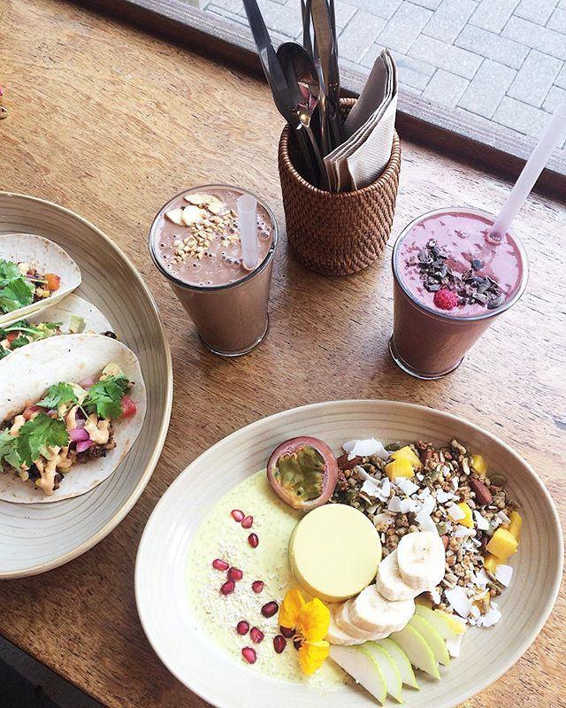 Vegan Panna Cotta and Tacos from one of my favourite cafes @mimosaloves 🤤 On the hunt for some amazing vegan food spots this long weekend 🌴✨ Hope you all have a safe and happy Easter 💛💛💛