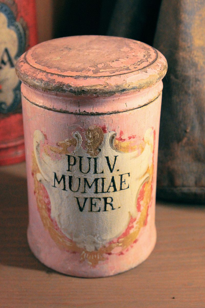 Apothecary vessel for    mummia    at the German Pharmacy Museum in Heidelberg, Germany.