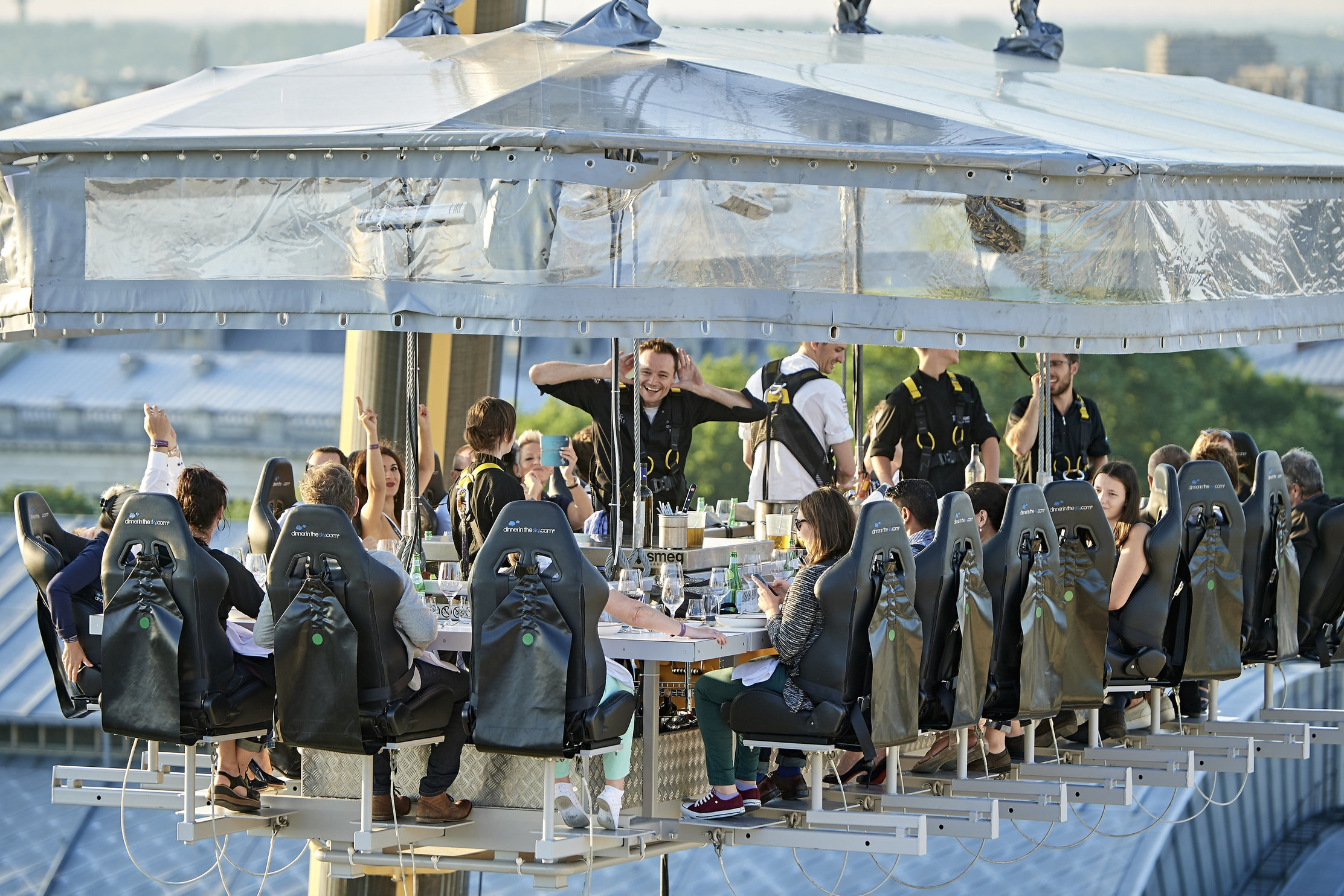 Events In The Sky Australia New Zealand - Dinner in the sky an unforgettable experience