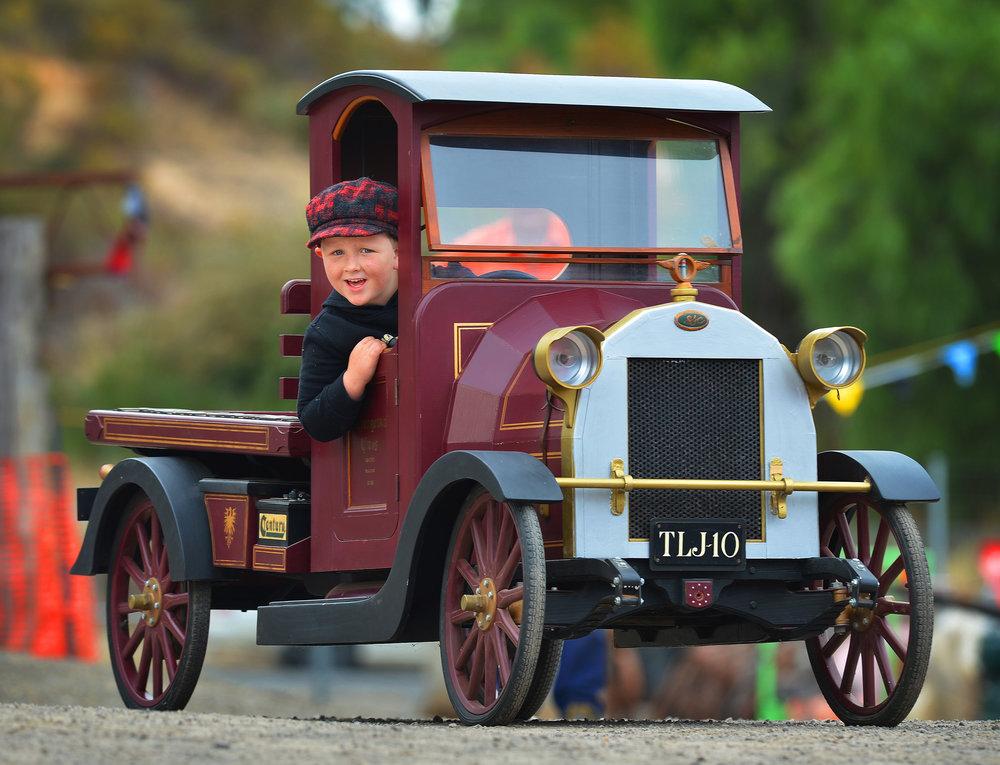 CHP_Export_2838687_Charlie Dennis 6 from Faulkner  with a model Vintage Truckat the Maldon Vinta.jpg