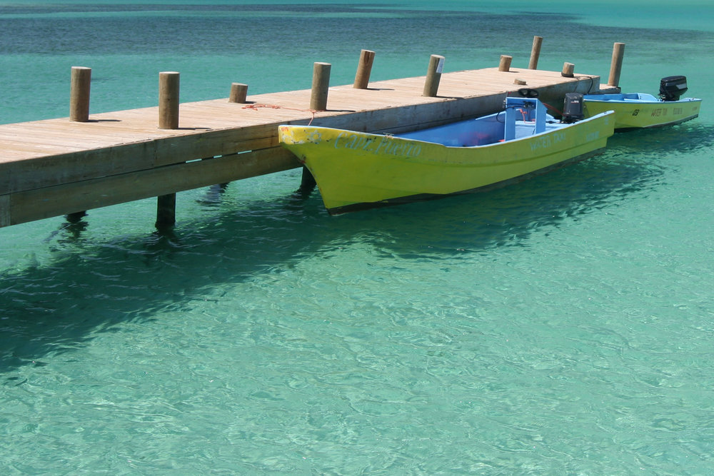 Bay_at_Roatán.jpg