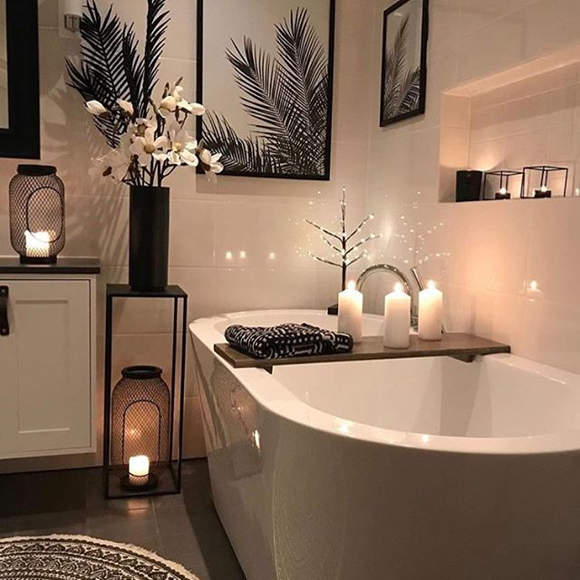 This bathroom is glorious. I adore the small and subtle holiday touches @fagerhoi_hjemmet added to this space. Lovely and relaxing.
