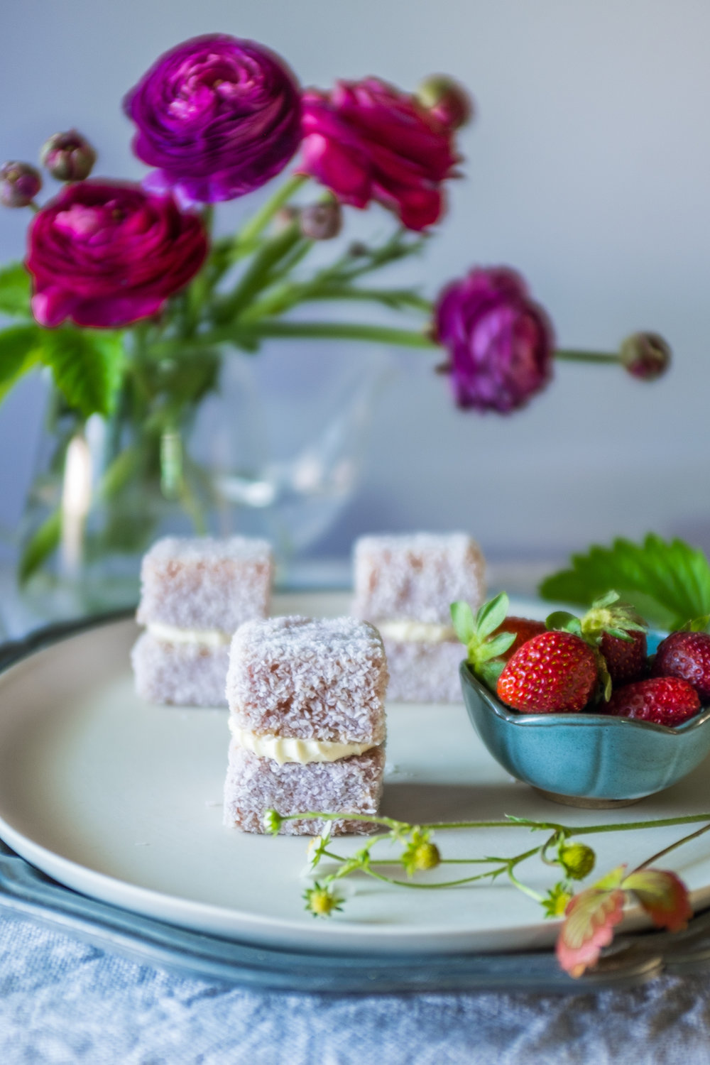Pretty strawberry and hibiscus jelly cakes