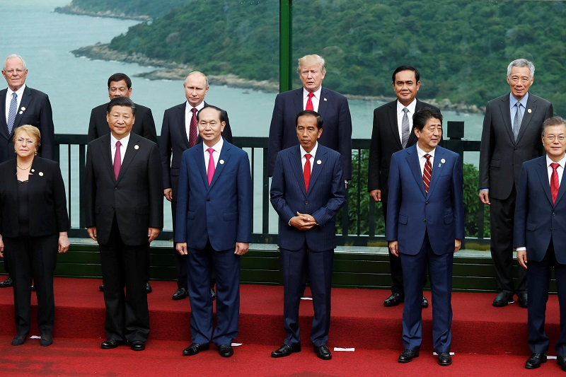 Trump stands with World Leaders including Shinzo Abe and Xi Jinping (Second from Front Right and Second from Front Left, respectively). Courtesy of Andrew Oh at http://www.mariposaponds.com/tag/apec-summit-2017