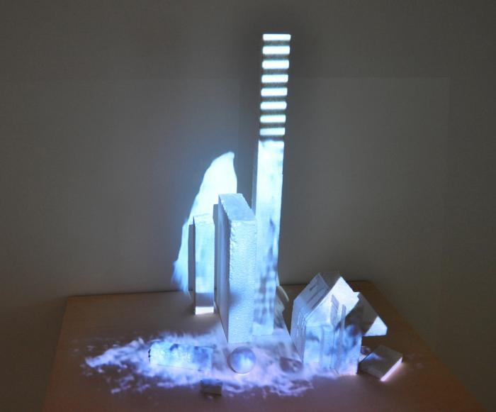Model, 2012, video-installazione, cm 59x86x130.jpg