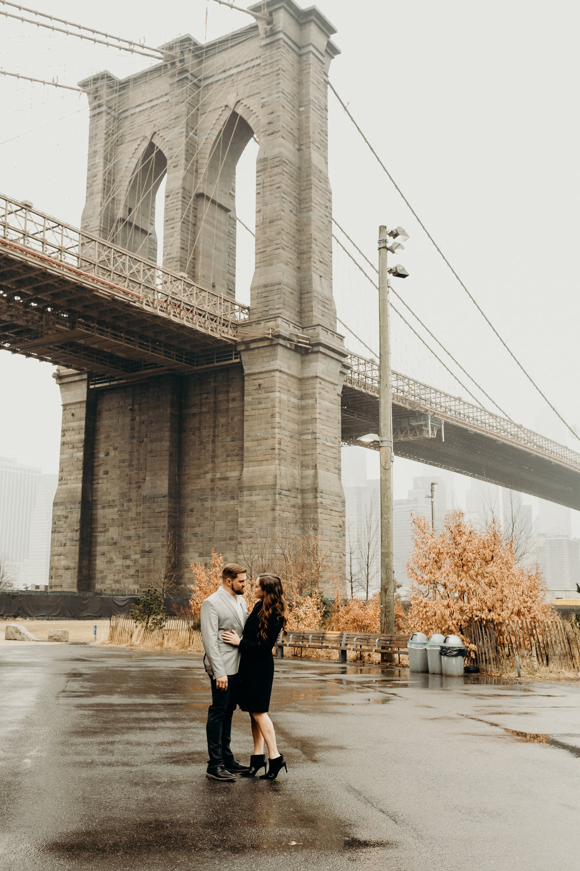 Brooklyn Bridge engagement photo
