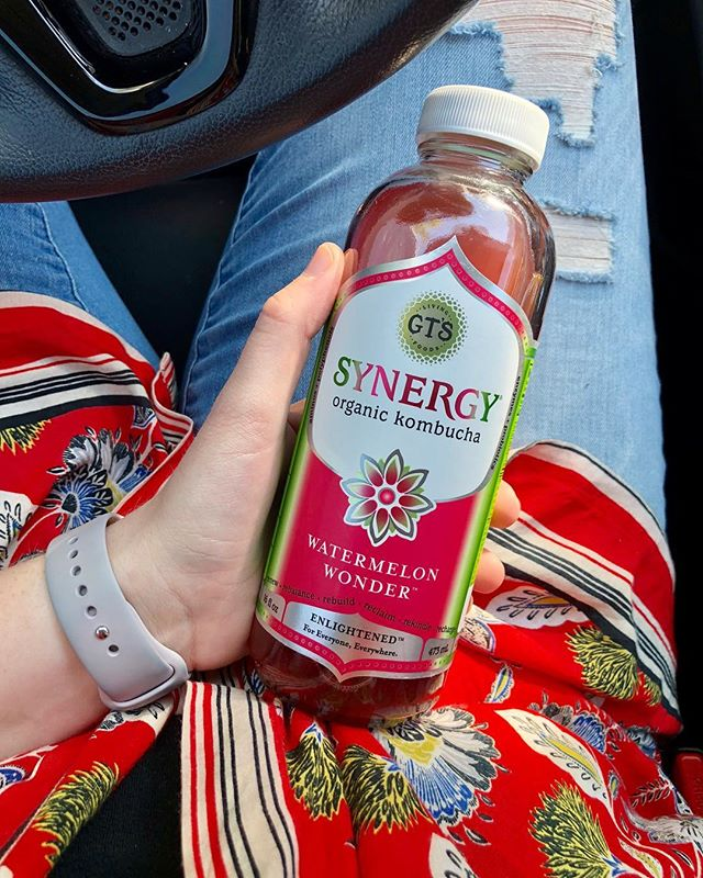 Y'ALL if you have never tried the @gtskombucha watermelon wonder your missing out! I saw it on @dianesanfilippo page and I FINALLY found it in stores near me 😱 Its like summer in a bottle and it's amazing! 🍉 #paleoweightwatchers #whole30alumni #paleoish #healthyeating #paleo #paleodiet #heathygut #healthyguthealthybody
