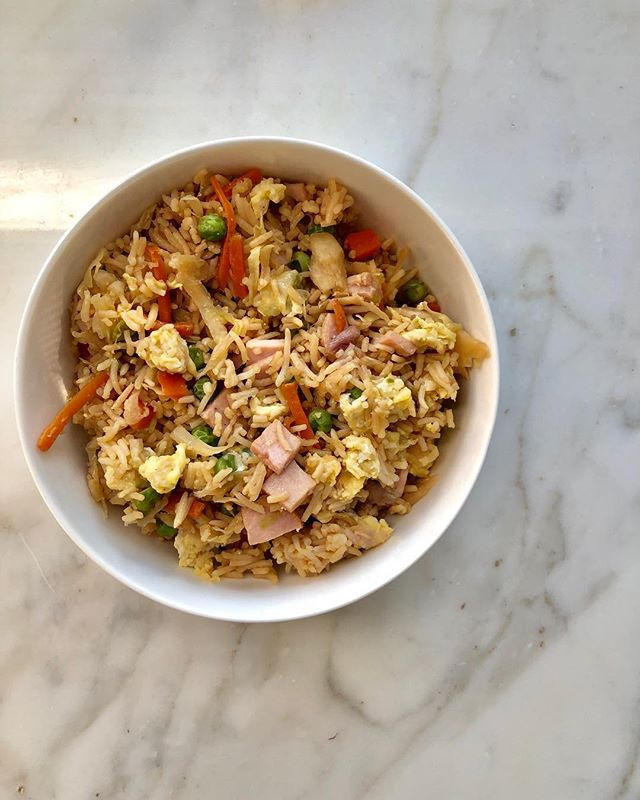 Happy Friday! I hope you are enjoying yours and spending it relaxing unlike me, who is stuck at work. 😴 Anyways! I got home last night and was HUNGRY. I whipped up this classic fried rice in about 10 minutes and it definitely did the trick! I used a pre-made rice pack, frozen peas and carrots, shredded coleslaw mix (obviously, not sauced, just the shredded cabbage!), diced ham, @sanjtamari and eggs! If you need some dinner in a pinch try this one out, I love recipes that come together so easy!  #paleo #paleoish #paleodiet #paleoliving #paleoonthego #paleoweightwatchers #whole30alumni