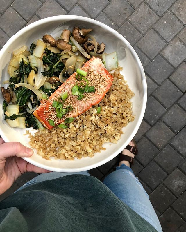 Asian inspired anything has my heart! Not to toot my own horn, but this was DELICIOUS! Today I sautéed Bok Choy, white onion, mushrooms and cauliflower rice sautéed in coconut aminos with a piece of salmon coated in rice vinegar, coconut aminos, salt, white pepper, cayenne pepper and lots of garlic 😋I topped it all with green onions and sesame seeds! Not to mention, it's #whole30approved  #whole30 #whole30alumni #whole30recipes #whole30approved #paleo #paleodiet #chelseascleankitchen #paleoweightwatchers #chelseaswhole30meals