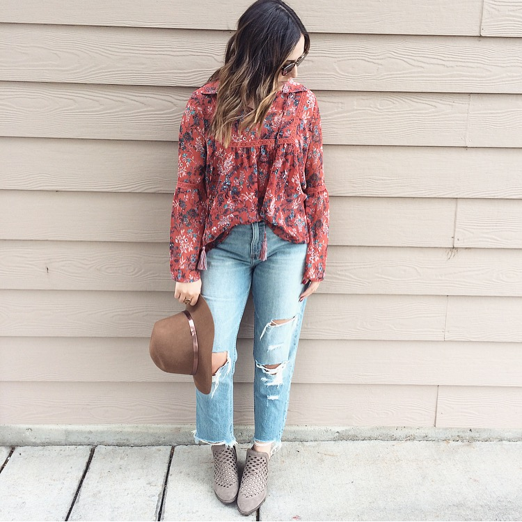 Get my favorite boyfriend jeans during this sale! Perfectly distressed and they look SO cute with a chunky sweater and booties.