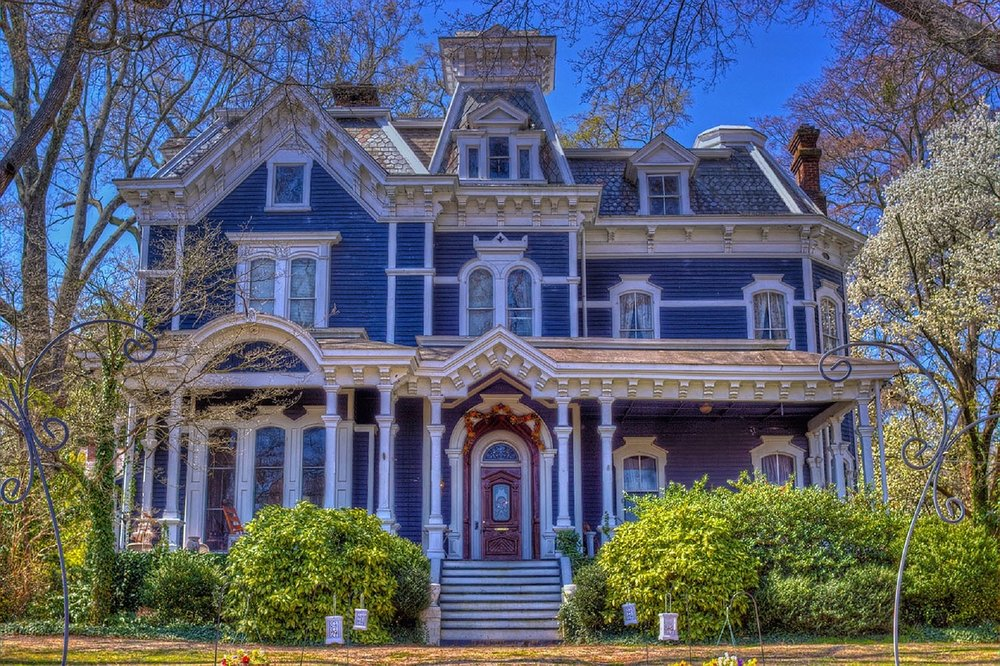 victorian-house-1397442_1280.jpg