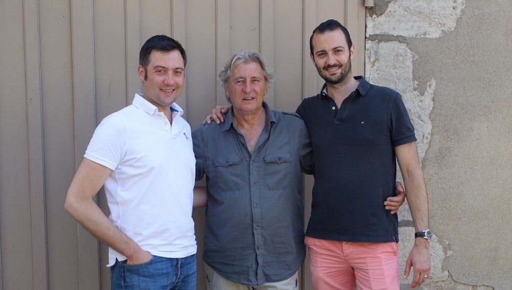 Domaine Rougeot - Marc Rougeot now assisted by his son Pierre-Henri, runs a 13 hectares family and traditional estate in Meursault. The wines he produces come from Meursault, Monthélie, Saint Romain, Pommard & Volnay.Both the works in the vines and in the cellar, are carefully done with vinifications that are soft and meticulous bring the wines more and more precisions and terroir expression!Bourgogne Chardonnay 'les grandes gouttes' 2015Monthelie 'les Toisières' 2015