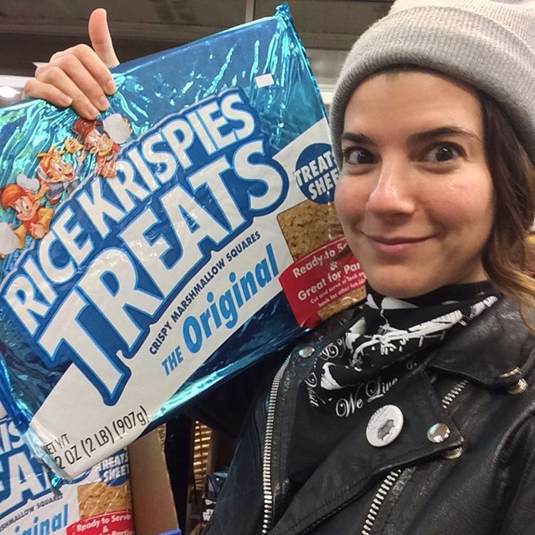 Just hanging out w the biggest rice krispy treat U ever seen #partysize #avlyfe  (at Asheville, North Carolina)