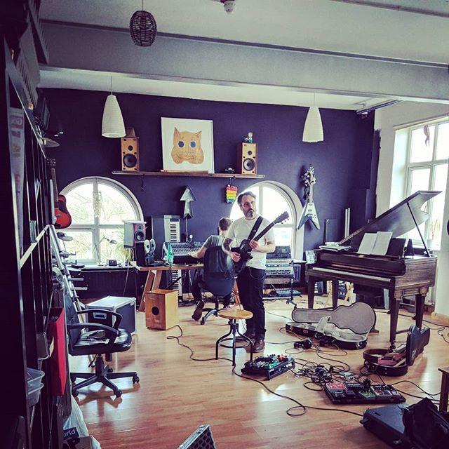 In @studiojuno with the axeman @familiarink #zeuslife #flowerofzeus #foz ⚡⚡⚡