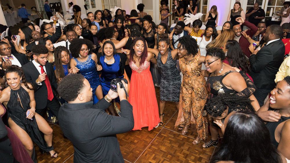 Darden-UVA-Black-Ball-2018-Charlottesville-Wedding-Photographer-21 of 22.jpg