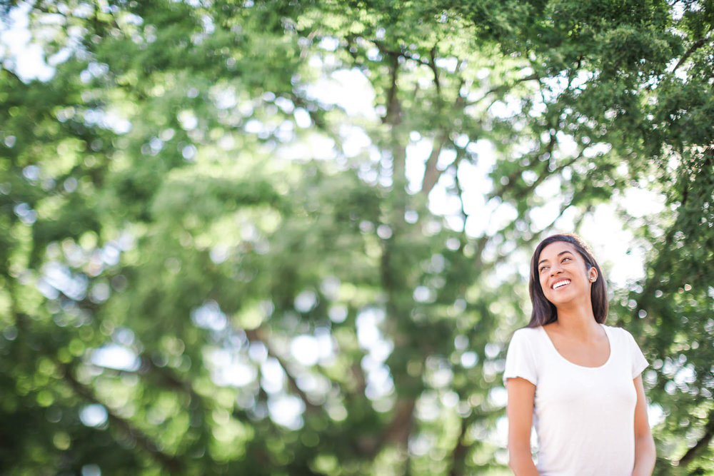 Best-Charlottesville-Virginia-Photographer-Rotunda-Happy-joyful-woman
