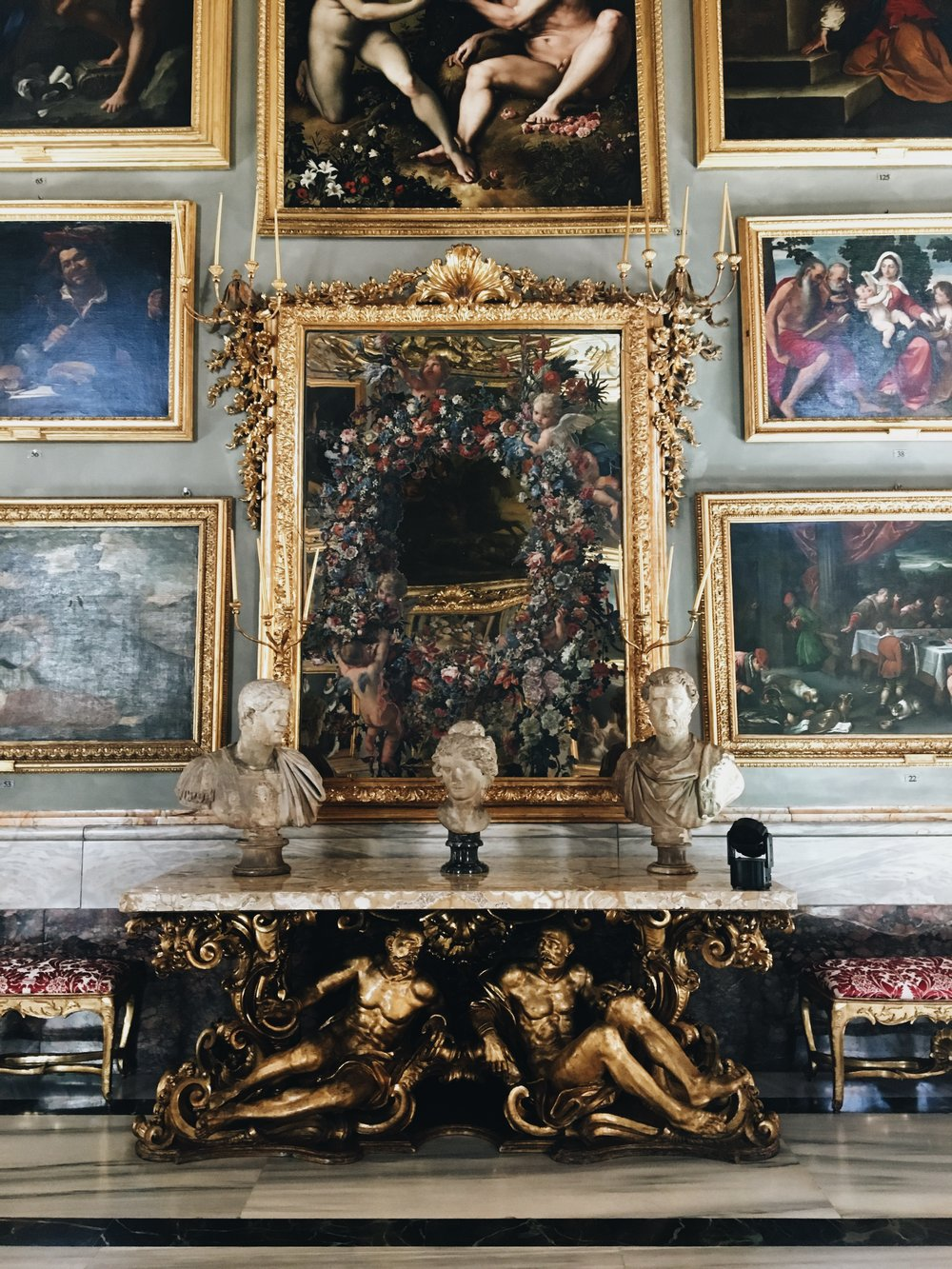 palazzo-colonna-gold-art-vintage-Ashley-O'Neill-How-to-do-rome-in-3-days-weekend-in-rome.jpg