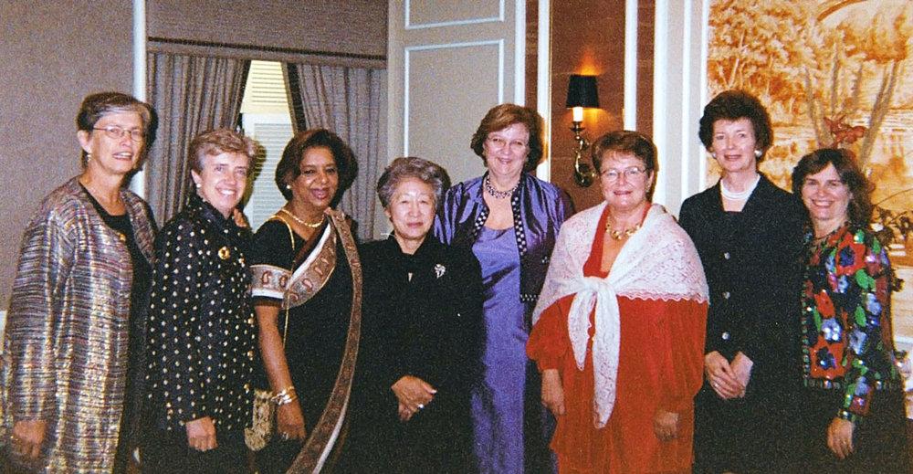UN agency heads (left to right): Carol Bellamy UNICEF, Carolyn McAskie OCHA. Dr. Nafis Sadik UNFPA, Sadako Ogata UNHCR, Louise Frechette Deputy Secretary General, Gro Harlem Brundtland WHO, Mary Robinson UNHCHR, Catherine Bertini WFP.