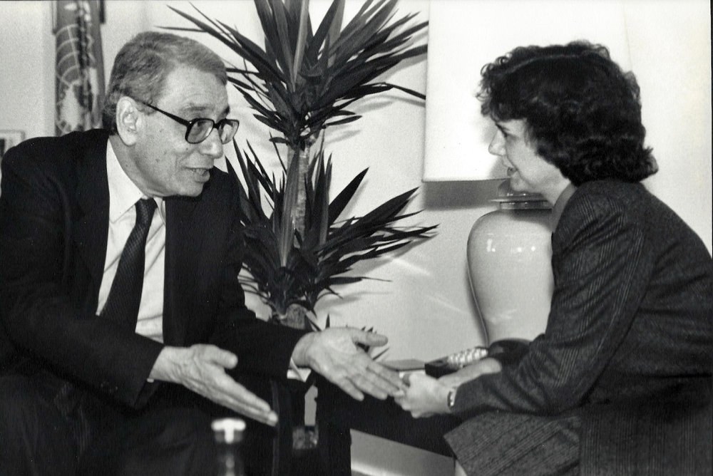 Catheirne Bertini with UN Secretary-General Boutros Boutros-Ghali (1993)