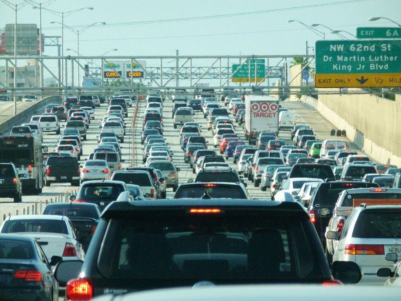 1200px-Miami_traffic_jam_I-95_North_rush_hour.jpg