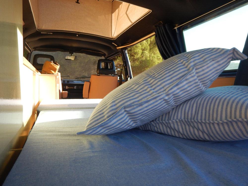 VW T3 rock roll bed
