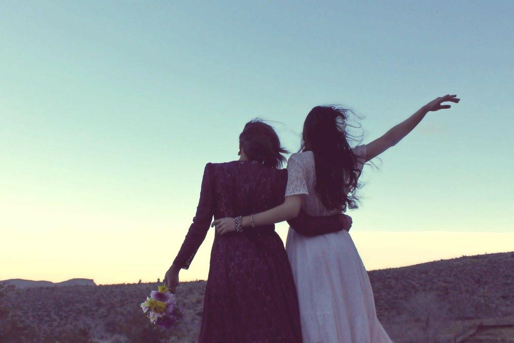 girlfriends-338449_1920.jpg