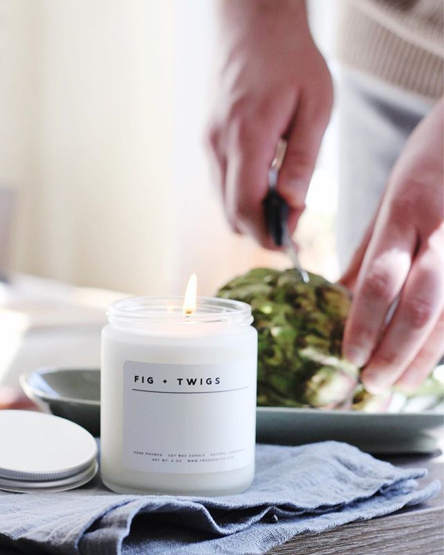 The perfect kitchen scent 👌🏼 • • • #truehue #homefragrance #candles #minnesota #minneapolis #mnmade #minnesotamade #minneapolismade #mnmaker #minnesotamaker #minneapolismaker #mnbrand #mn #minnesotabrand #minneapolisbrand #shopsmall #festive #styling #photogrpahy #madeinminnesota #madeinmn #madeinminneapolis
