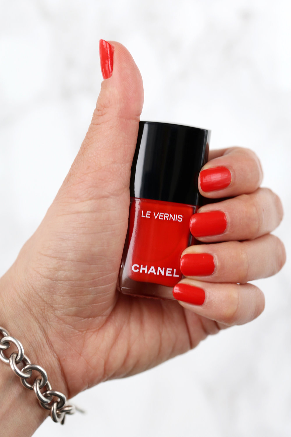 CHANEL LE VERNIS LONGWEAR NAIL POLISH in 634 ARANCIO VIBRANTE - makeup review SS18 collection NEAPOLIS, NEW CITY - lipsick.me - nathalie martin lipstick beauty blog_6364.jpg