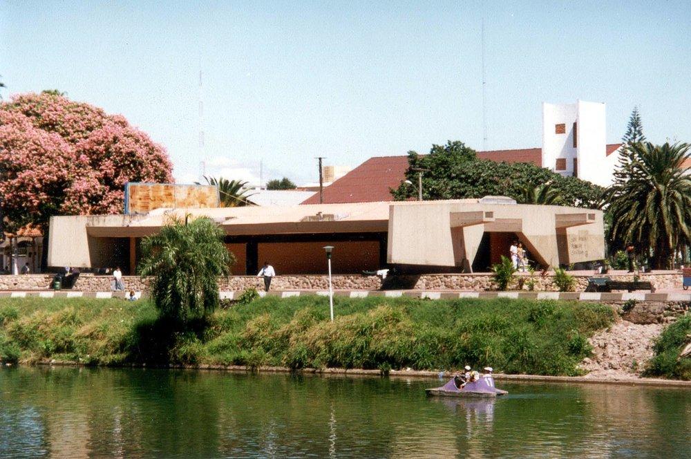 Restaurante del Parque El Arenal, 1970. Diseño de Sergio Antelo Gutiérrez. Foto: Victor Hugo Limpias. Fue demolido varios años atrás