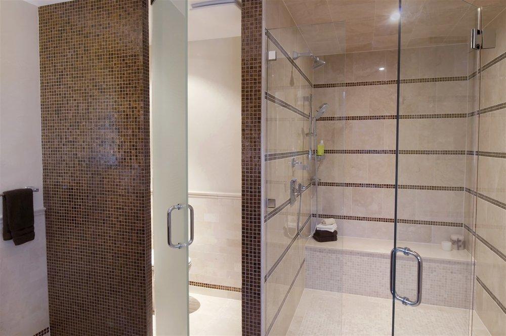 Jurman-Master-Bath-2-1415-x-940.jpg