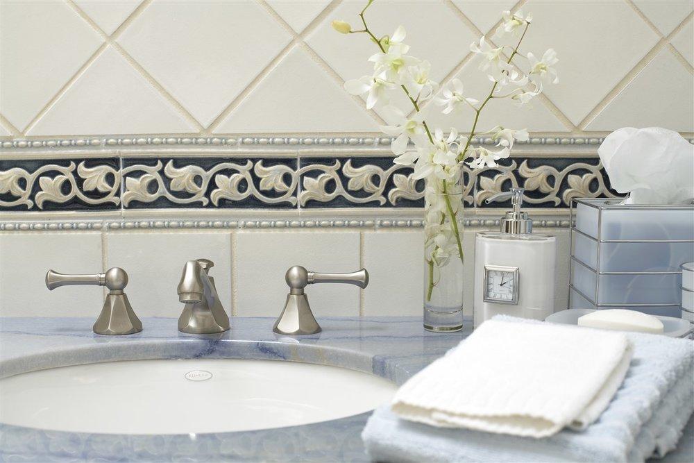 Meiri-Blue-Guest-Bath-1-1248-x-832.jpg